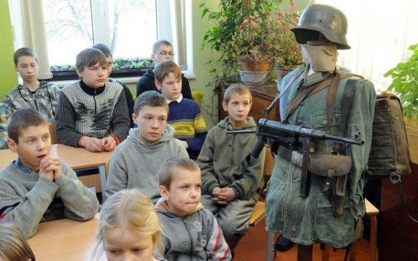 На уроках патриотизма в Латвии рассказали о подвигах войск СС