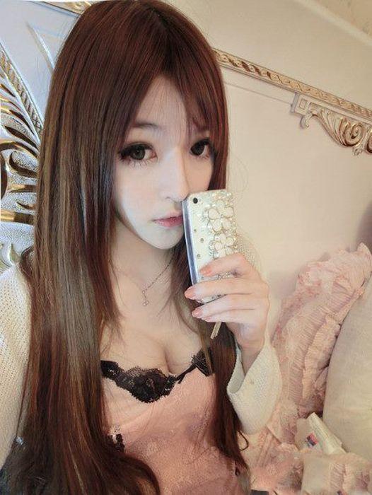 Еще одна живая кукла - Wang Jiayun