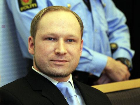 А.Брейвик настаивает, что убил 77 человек в целях самозащиты