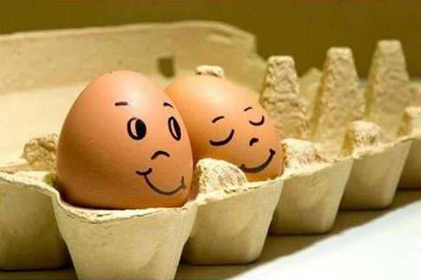 Пасха, время красить яйца.