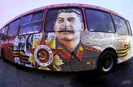 Па Мінску пусцяць аўтобус з выявай Сталіна