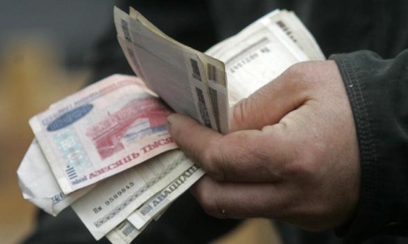 По зарплатам белорусы вернулись в май 2010 года!