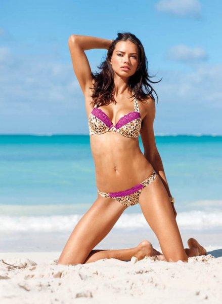 Модели Victoria's Secret на пляже