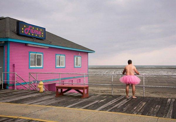 Мужчина в розовой пачке