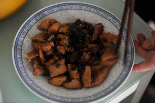 Как в Китае подделывают мясо