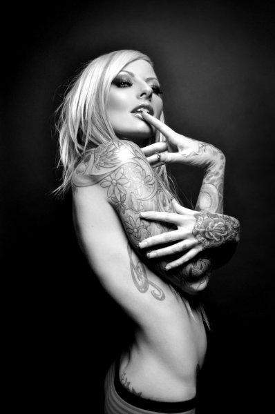 Девушки с татуировками без драконов
