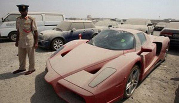 Брошенная Ferrari в Дубаи