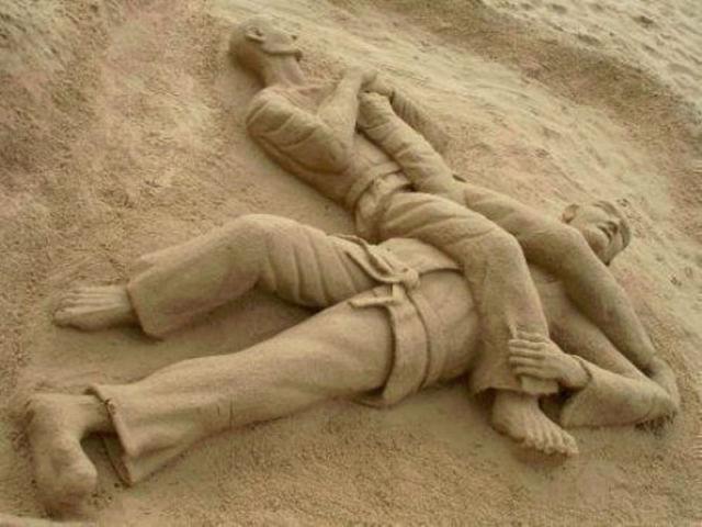 Это вам не куличики из песка лепить!