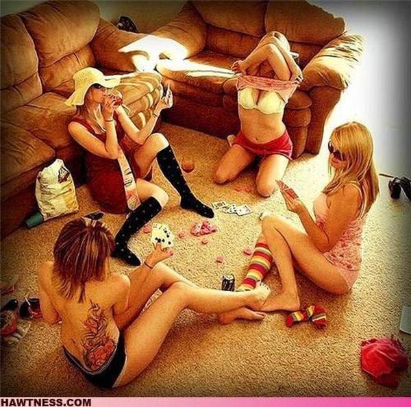 Странные занятия девушек