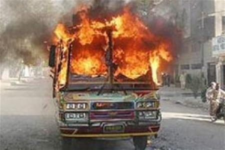 Банда гангстеров в Нигерии случайно подорвалась в собственном автобусе