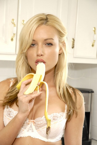 Кайден Кросс любит бананы
