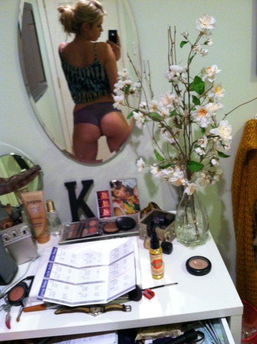 Автопортреты девушек в зеркале