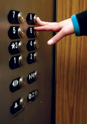 Можно ли выжить в падающей кабине лифта?