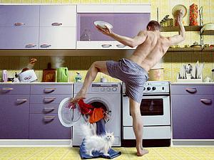 Муж-домохозяин, жена зарабатывает: возможно ли счастье?