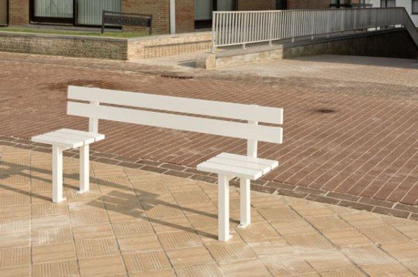 Странные скамейки в Бельгии