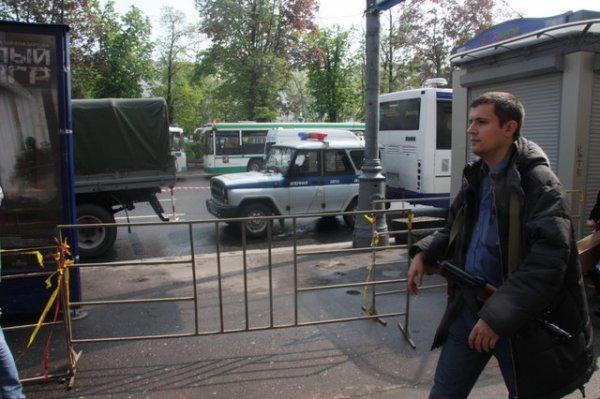 Тролль с Калашом в Москве