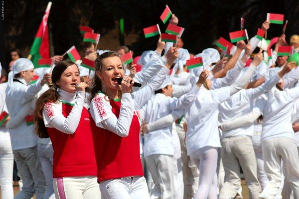 Государственные герб и флаг олицетворяют суверенитет и отражают славную историю Беларуси – Лукашенко
