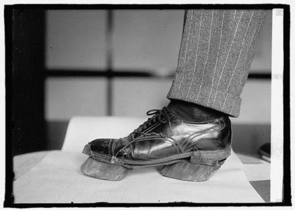 Как думаете, для чего предназначалось это приспособление на ботинке?