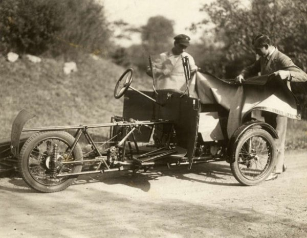 Винтажный разборный автомобиль