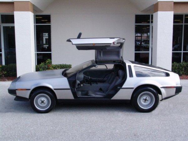 """Машина с экрана: """"Назад в будущее"""" DeLorean DMC-12"""