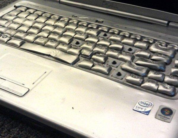 Высушил ноутбук в микроволновке