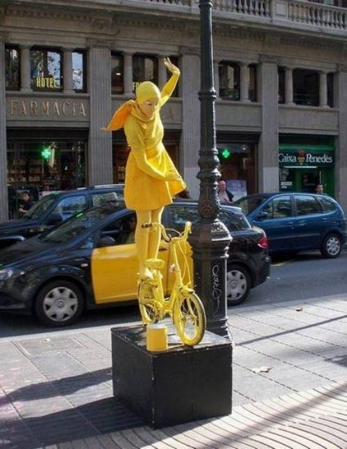 Тяжкий труд живых статуй