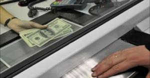 Белорусы покупают сотни тысяч долларов