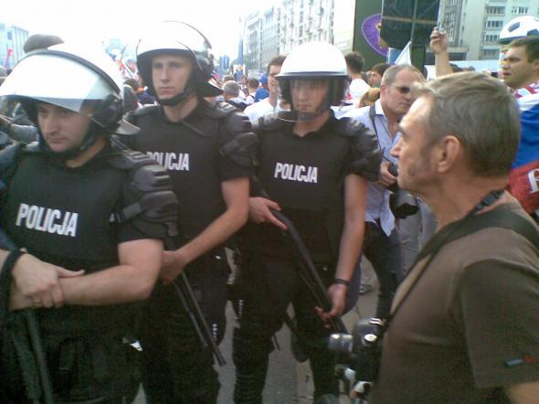 Ruska kurwa - марш российских болельщиков в Варшаве