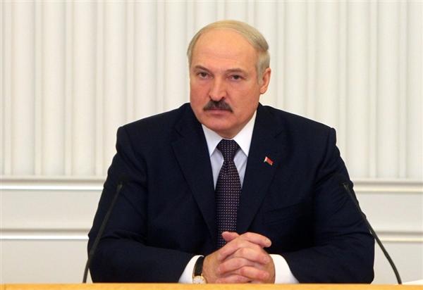 Лукашенко: На госпредприятиях зарплаты должны быть 500 долларов, на частных - 700.