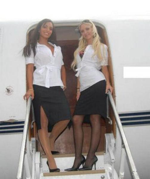 Фото брюнетки стюардессы 14 фотография