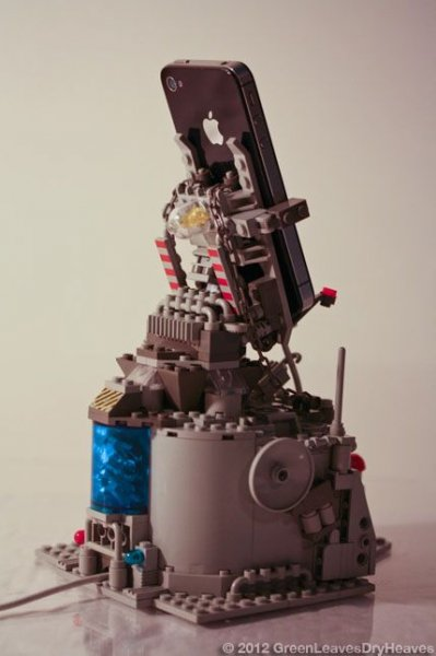 Док-станция для iPhone из Lego