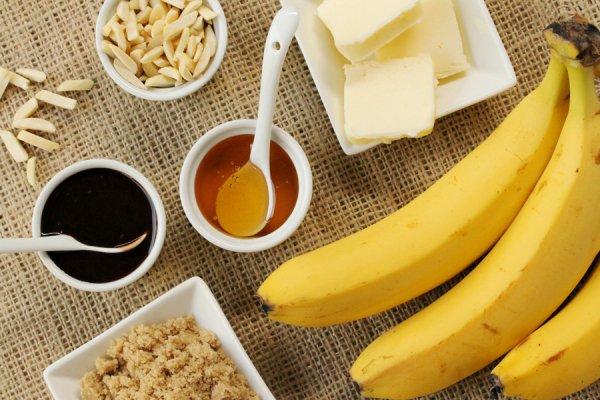 Десерт-мороженое с бананами и миндалем