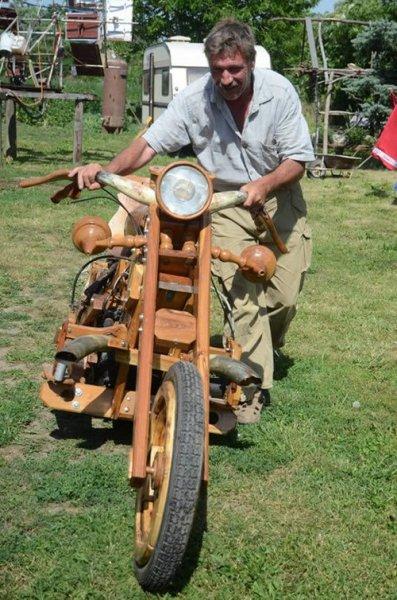 Деревянный мотоцикл из Венгрии