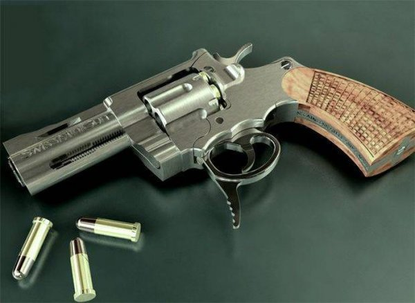 Очень подозрительный револьвер