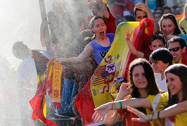 Сборная Испании празднует в Мадриде