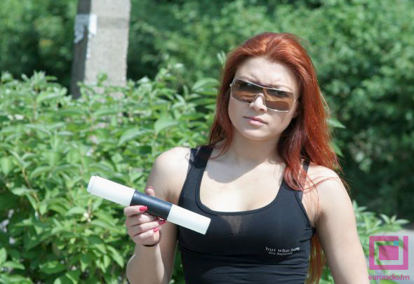 Инспектор ГАИ сломал жезл об девушку-байкера?