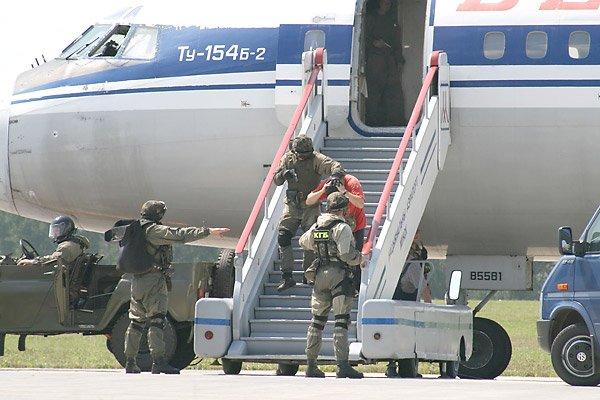 Лукашенко разрешил КГБ не пускать граждан за границу