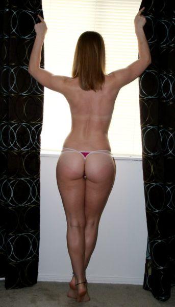 фото стоячих сисек с линией загара - 9