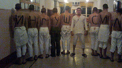 Россия: Рядовому дали 2 года за надписи на телах солдат