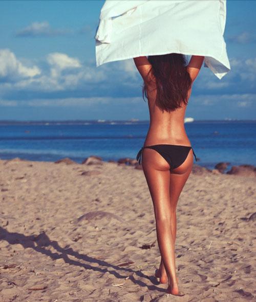 Пляжи, солнце, девушки
