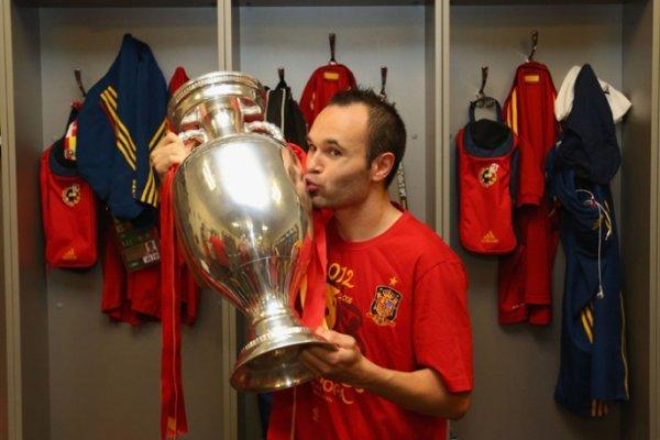 Иньеста признан лучшим футболистом Евро 2012