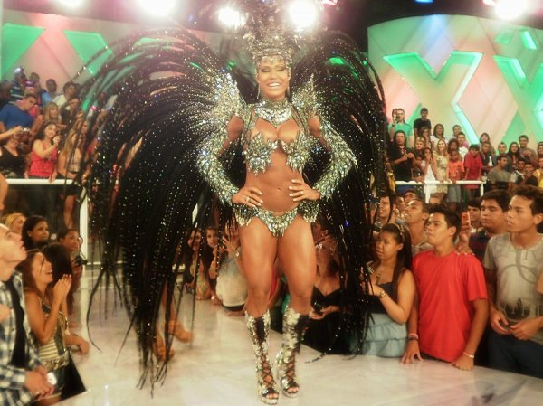 Бразильская суперпопа - Gracyanne Barbosa
