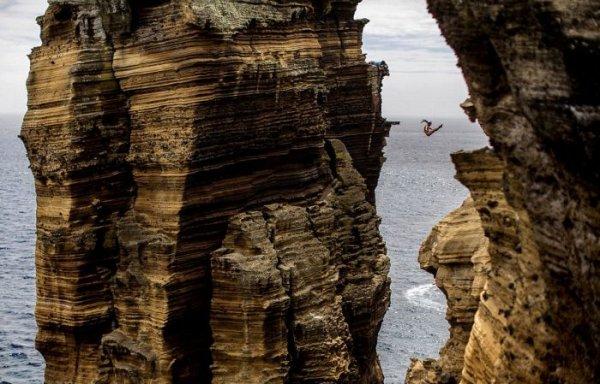 Потрясающие прыжки в воду
