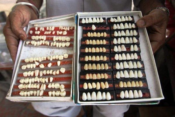 Уличная стоматология в Индии