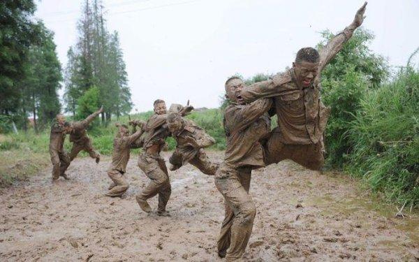 Суровый китайский спецназ тренируется