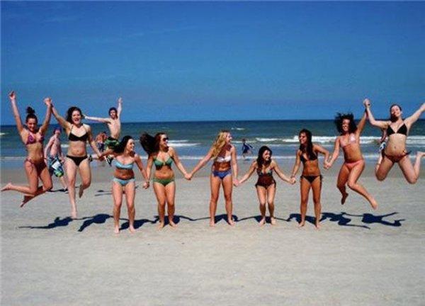 Испорченные фото с девушками в бикини