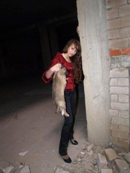 Мразь убила щенка ради эротичной фотосессии