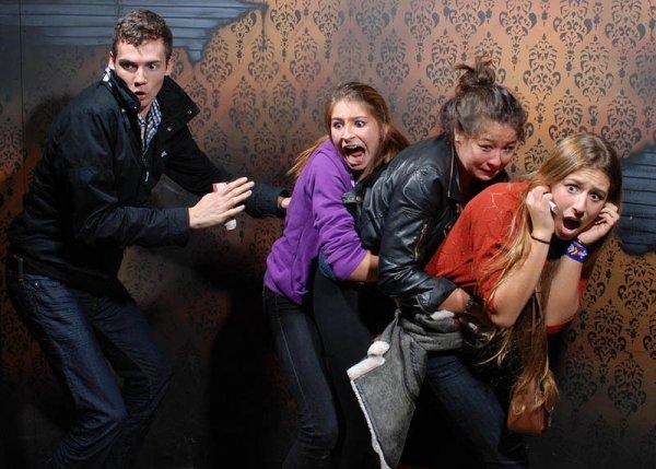 Неподдельный страх посетителей комнаты ужасов