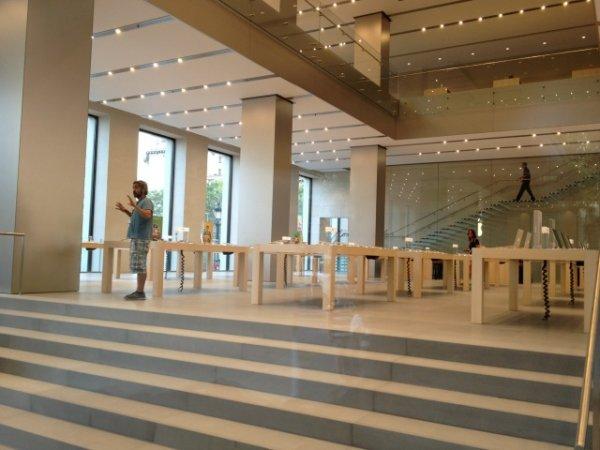 Новый магазин Apple в Барселоне