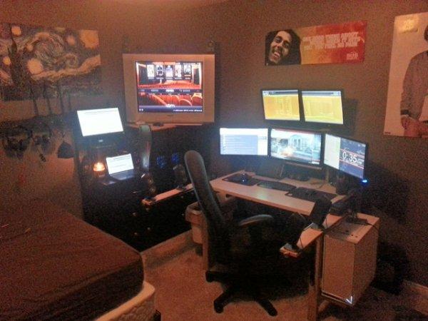 Крутые рабочие места с компьютерами